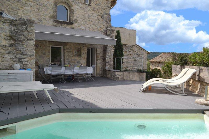 vente maison de village 170 m uzes 30700. Black Bedroom Furniture Sets. Home Design Ideas
