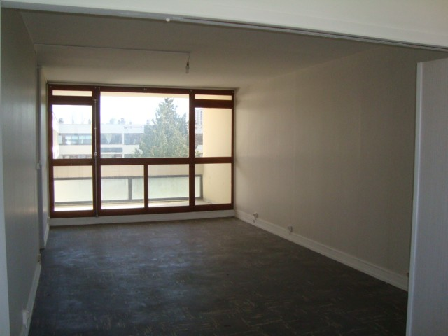 vente t4 70 m bourges 18000. Black Bedroom Furniture Sets. Home Design Ideas