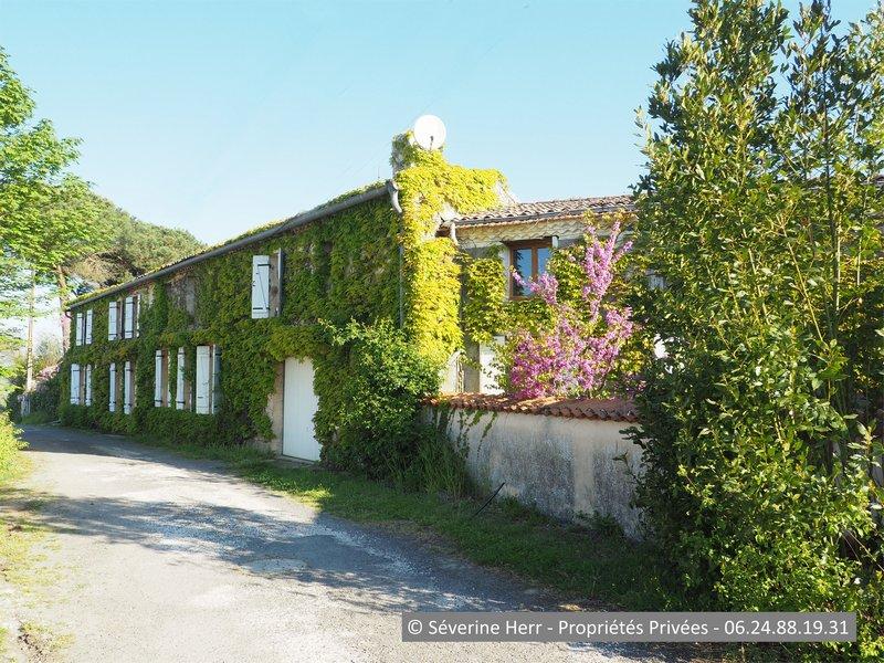Maison ancienne à rénover 410m² à Berson (33390)