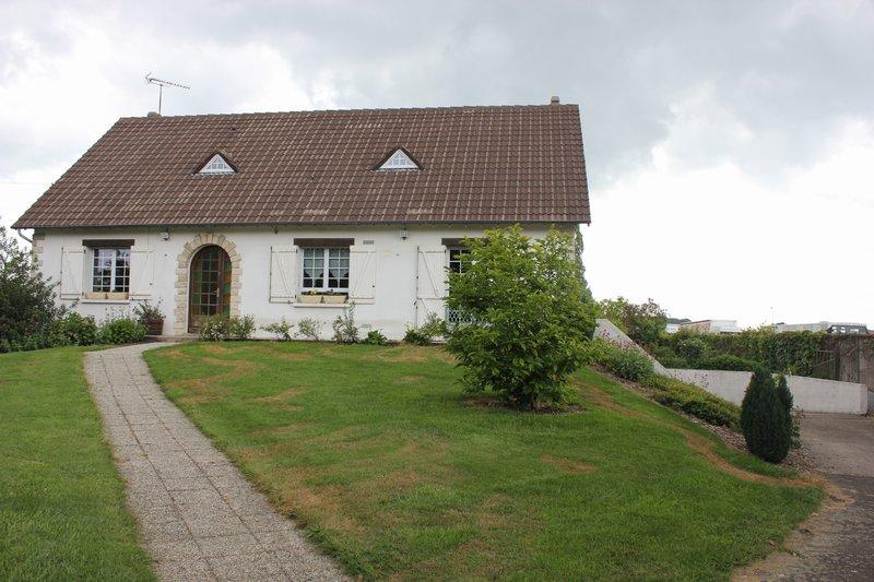 Vente maison 201 m dreux 28100 for Location garage dreux