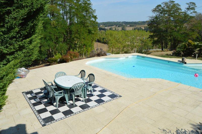 Villa de 2003 avec piscine sur terrain de 6000m²