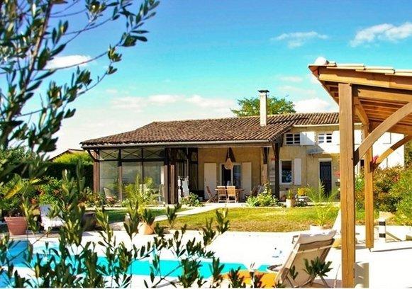 Belle maison en pierre gite piscine double garage