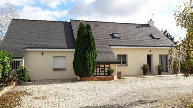 Maison 130m², 4 chambres, 2400m² de terrain.