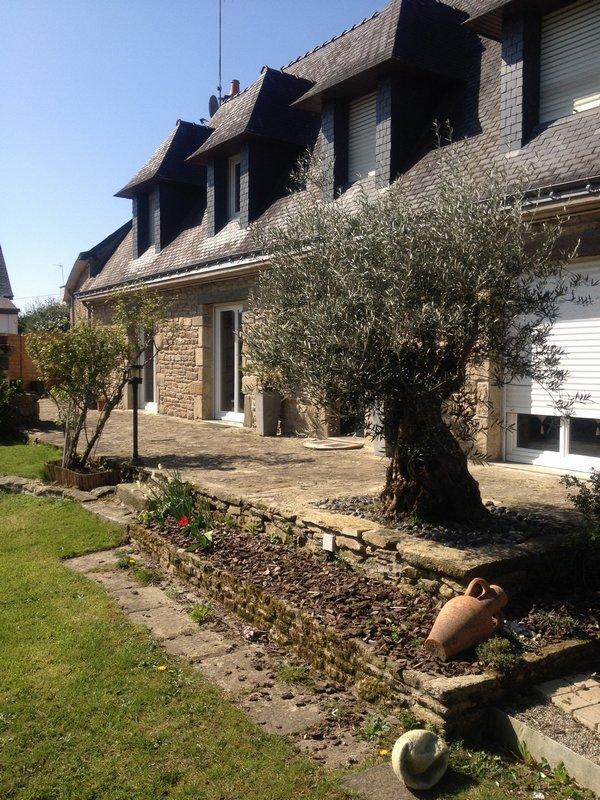56650 Inzinzac-Lochrist Proche du Blavet et du Bas d'Hennebont Longère 396 m² sur 1900 m² de terrain avec piscine intérieure Bien rare Prix 618 740 € HAI