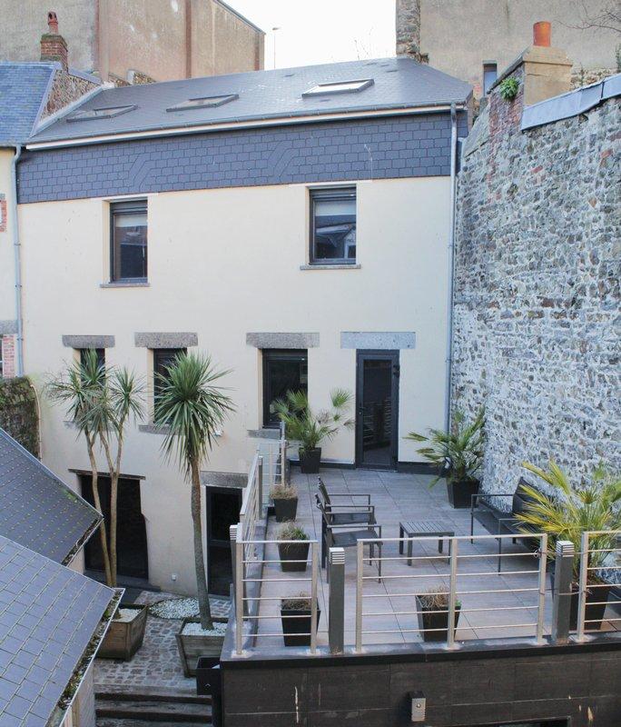 maison style loft plein centre de Granville