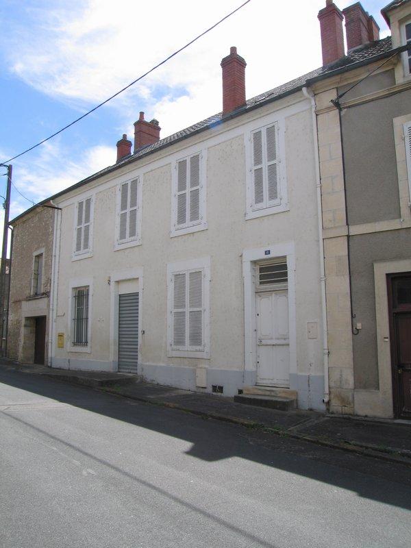BRUERE ALLICHAMPS (18200)- Immeuble