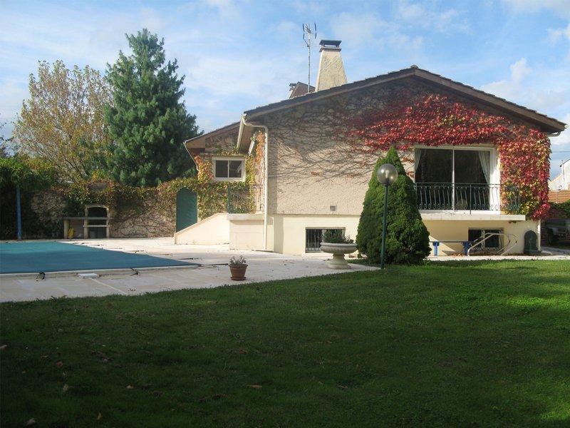 Maison 250m² 4 chambres + T2 à Pugnac (33710)