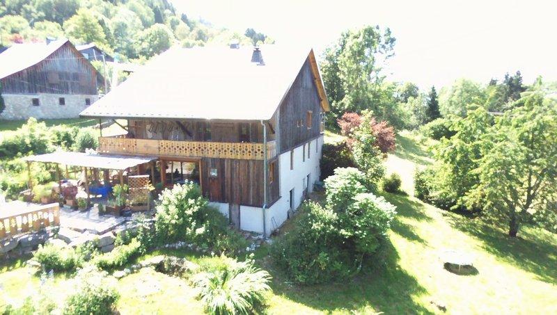 CHEVENOZ -Est, ferme rénovée dans hameau au calme