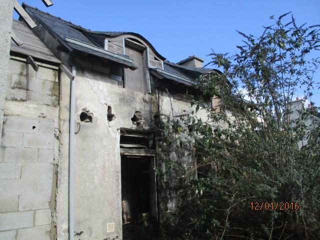 maison à rénover /16000m2environ de terrain