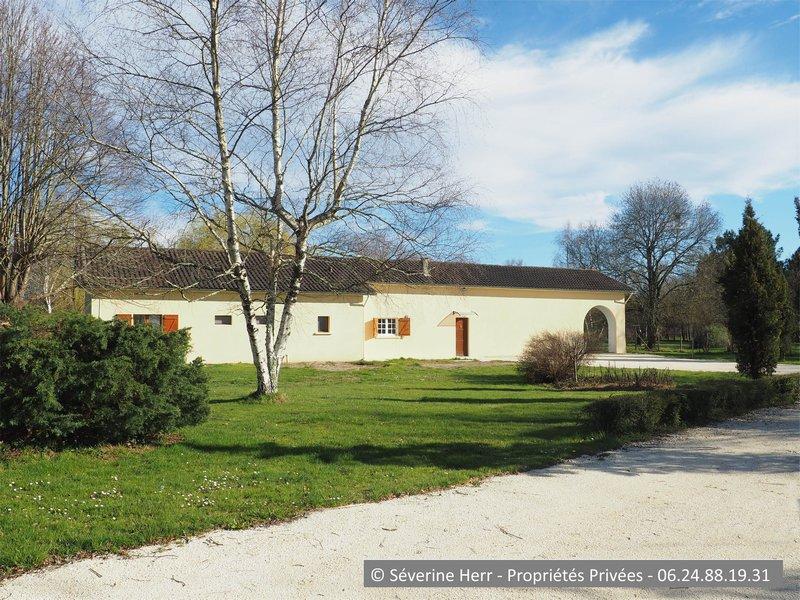 Maison 4 chambres, grand terrain, St Savin (33920)