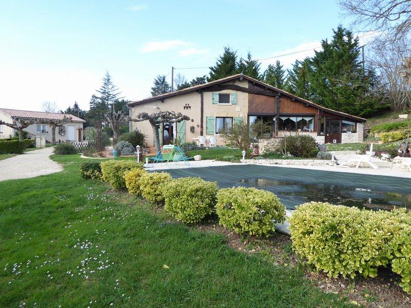 Haut Agenais Périgoed  Maison avec piscine et vue