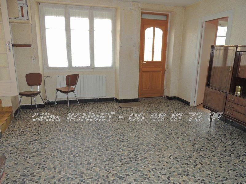 Maison à rénover, 3 chambres et 1 bureau, jardin