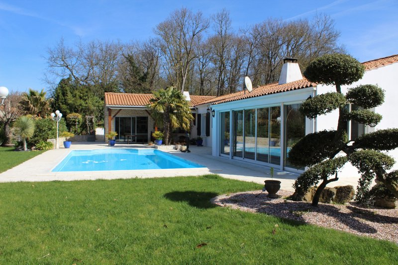 Maison 198 m² sur grand terrain 708 000 euros HAI