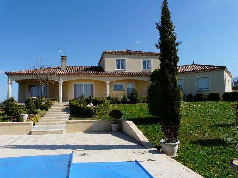 Maison de 2005 avec piscine et dépendances Cahors