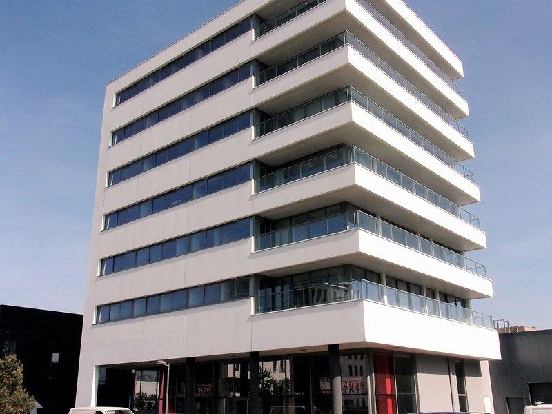 56100 Lorient Base des sous-Marins Show room d'environ 201 m² situé dans l'immeuble initié par le navigateur Alain Gautier Prix 431 200€ HAI
