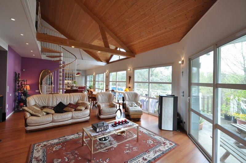 Maison d architecte,Lasseube, 312 000