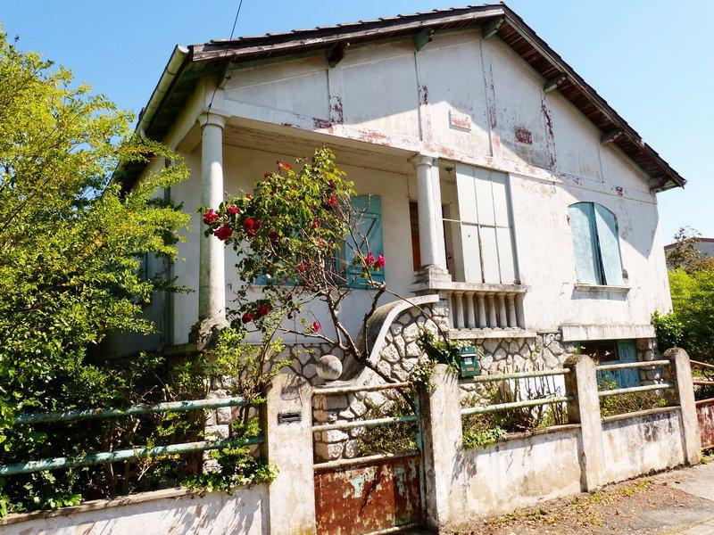Maison à rénover 3 chambres, garage et jardin