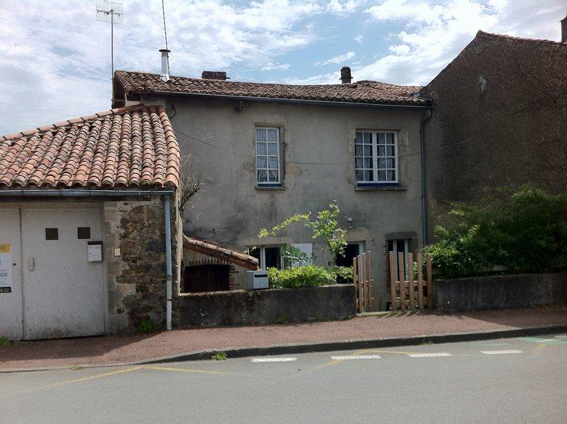 Vente maison 92 m pouzauges 85700 for Maison atypique 92