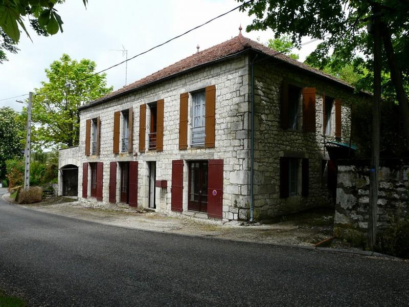 Maison de maitre à rénover, village de Montcuq