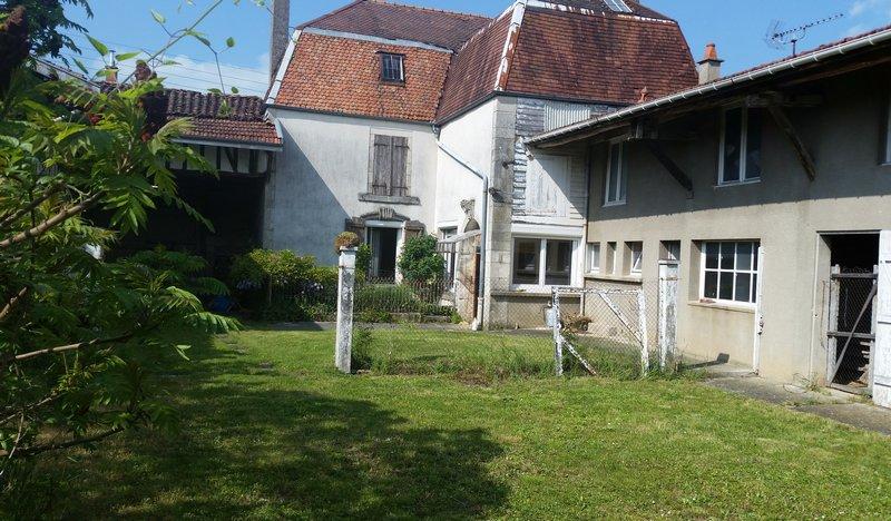 Maison de caractère de 115 à 220 m² à Rénover