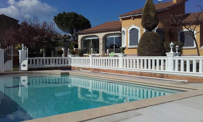 Uzes villa vue dominante piscine