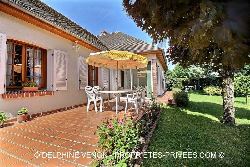 EXCLUSIVITE - MAISON DE PLAIN-PIED SUR 1232 M²