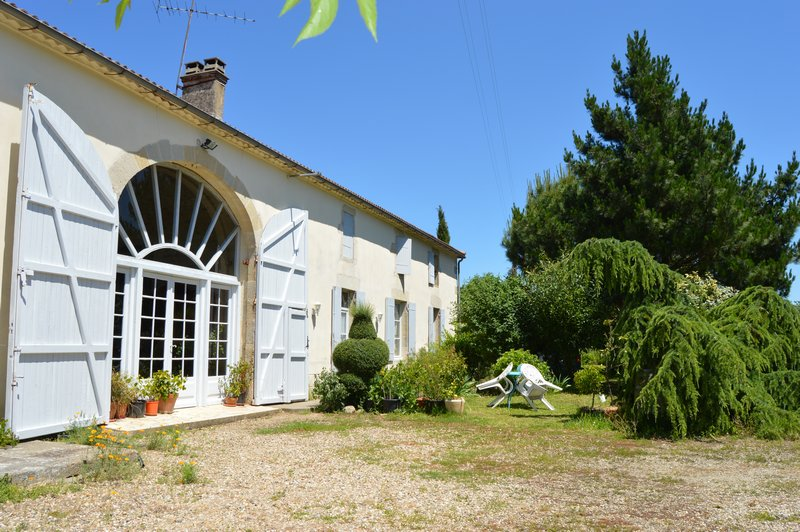 Maison 15 pièces - Entièrement rénovée - Piscine