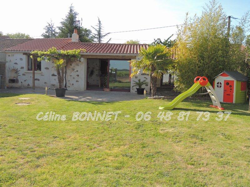 Maison rénovée 95m², 2 chambres, garage, atelier