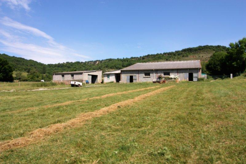 BATIMENT AGRICOLE + TERRES - QUILLAN (11500)
