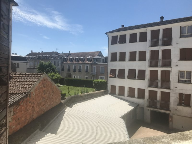 A VENDRE APPARTEMENT F2 AVALLON CENTRE VILLE