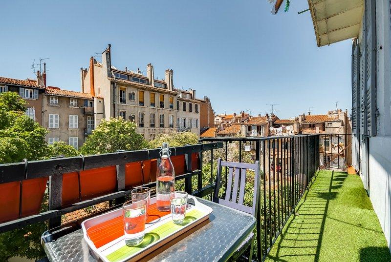 MARSEILLE (13001) - LA PLAINE - T3 ancien + balcon