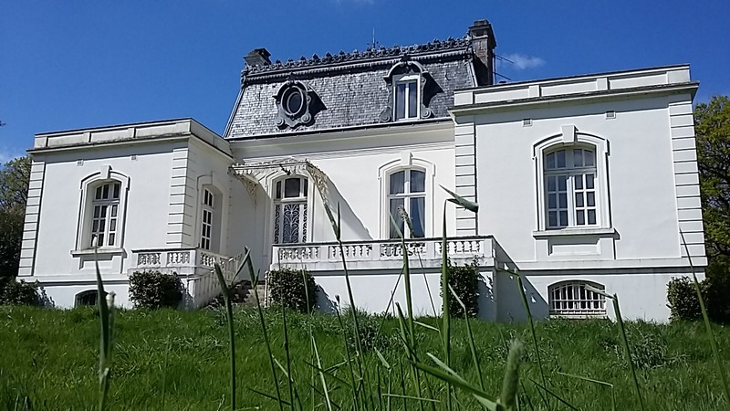 44660 FERCE Chateau 320 m² sur 9 ha Prix 446 117