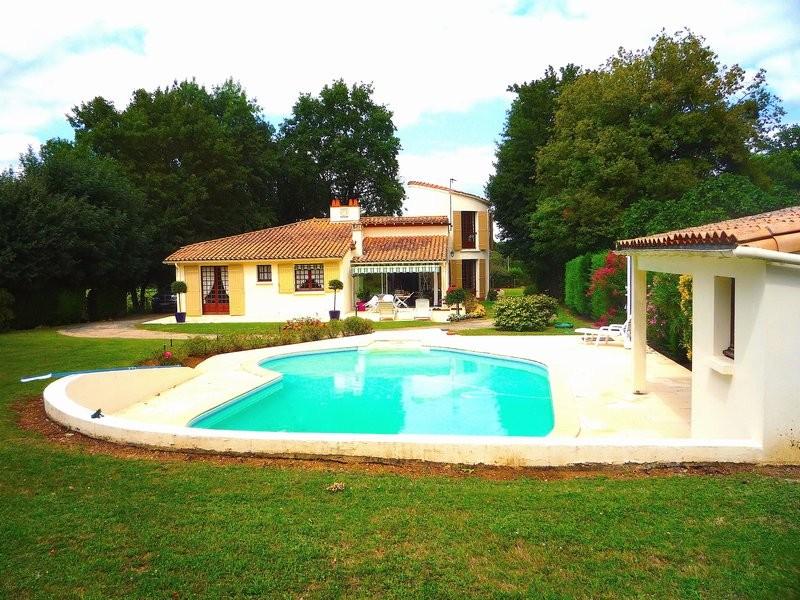 SAINTES (17100) Villa avec piscine 140m2 306 770€