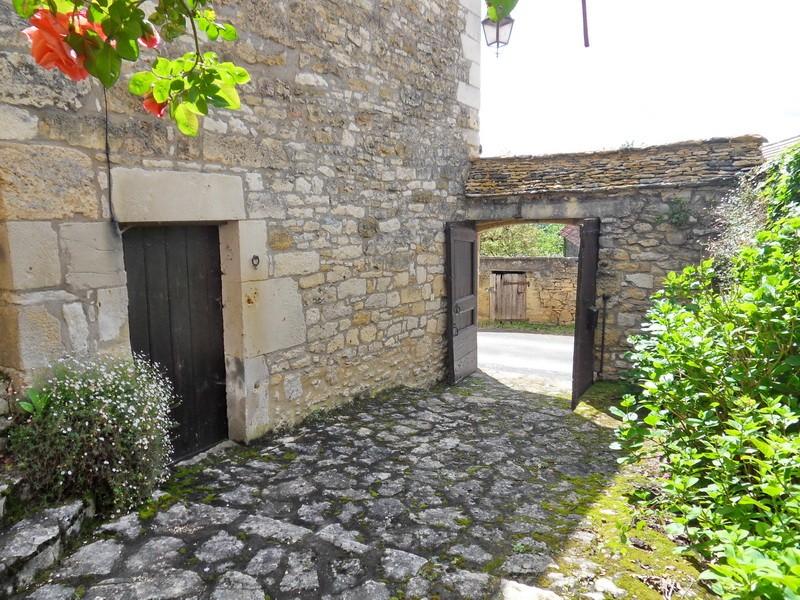 15 mn de Sarlat, maison de village 18ème, 3 ch