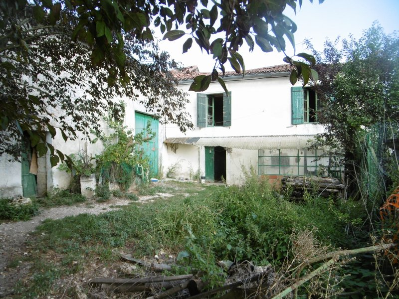 Maison et grange en pierres avec jardin verteillac