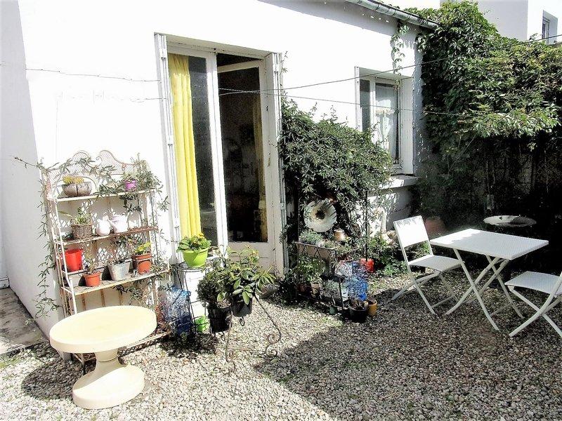 56 100 Lorient Proche centre T2 bis 62 m² Rez de Chaussée avec cour commune + Garage environ 14m² 76990€ HAI