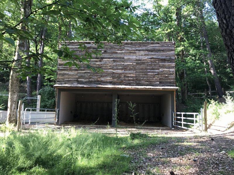 A vendre Grange avec terrasse et garage sur pinède proche de Castres