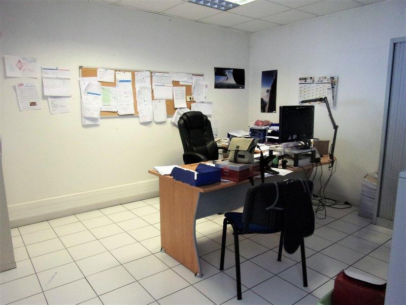 56600 Lanester Zone Industrielle Bureaux 335 m² + Entrepôt 65 m² Prix 301 840 HAI