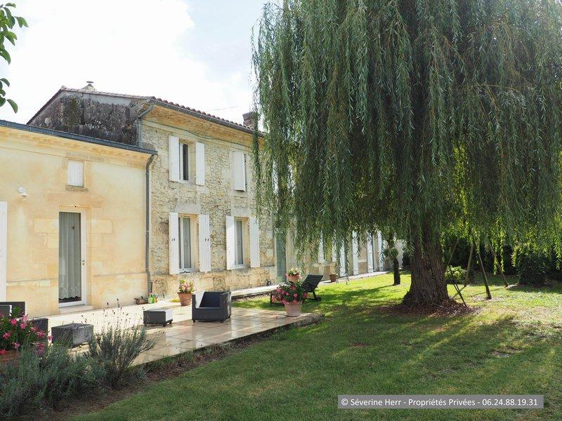 Girondine 6 chambres 2.200m² terrain, St Christoly