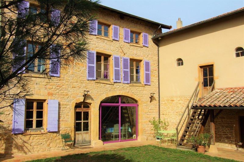 Lyon Villefranche propriété en pierre dorées