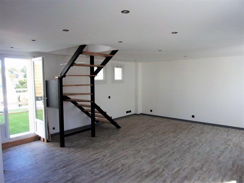 56650 Inzinzac Bel Appartement T3 50 m2, rénové proche du neuf, en dupleix  avec grande terrasse, box et parking public prix 84990 HAI
