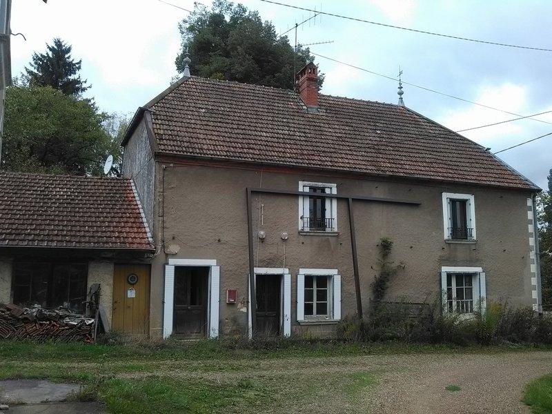 Mont Ss/Vaudrey :maison à rénover 240 m2 sur 9ares
