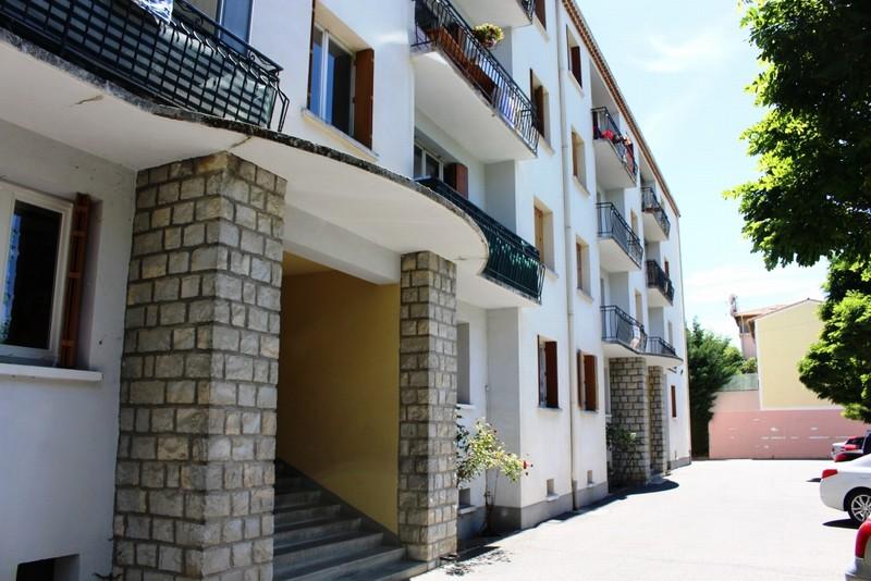 T3 à découvrir proche du centre ville de Digne-les-Bains (04) d' une superficie de 53m2 Budget : 75 000 eurosCet appartement lumineux à quelques pas de toutes les commodités bénéfi