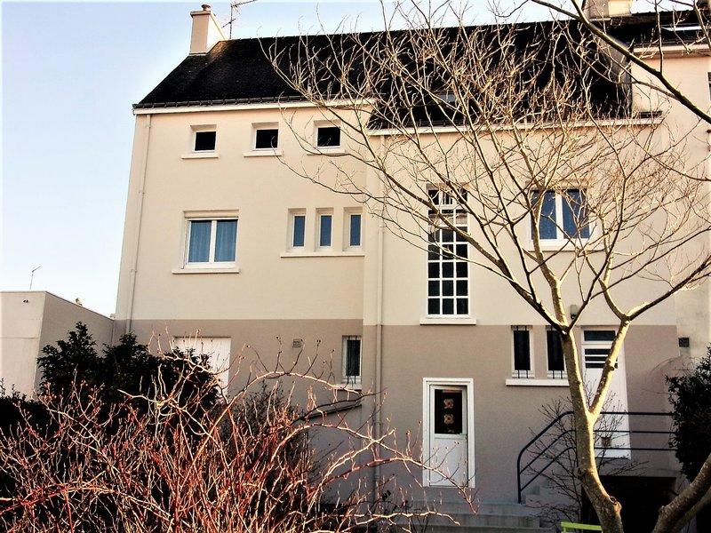 56600 Lanester votre futur maison de ville  et un T2 le tout sur une surface totale d'environ 193 m² avec 200 m2 de terrain,  Prix aligné sur le prix du marché 249 576€ HAI