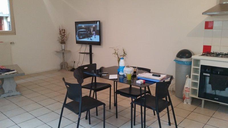 Bel Ensemble Immobilier de 110 m² Rénové et 220 m² à Rénover Entièrement avec ses dépendances, son terrain de 1931 m² et son Hangar de 300 m²