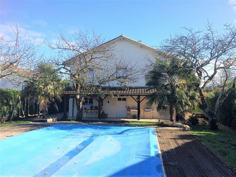 Agréable pavillon avec piscine en périphérie