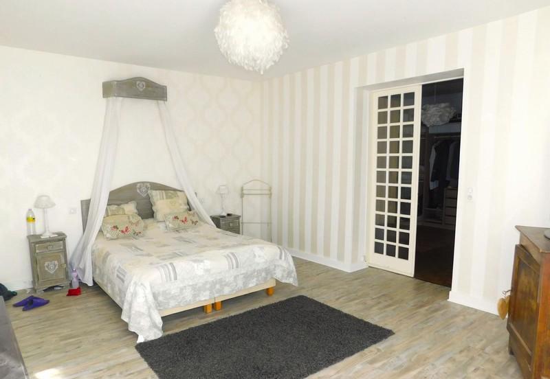 vente propri t 170 m saintes 17100. Black Bedroom Furniture Sets. Home Design Ideas