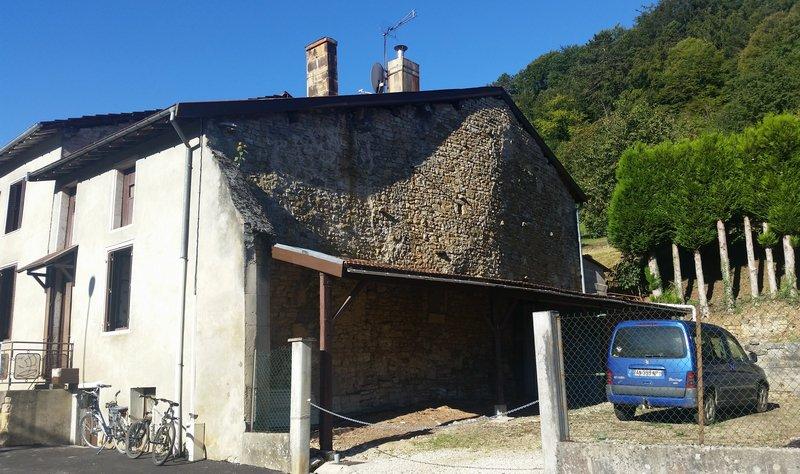 Maison de village de 100 m² habitable et à Rénover avec terrain avec verger de 1580 m²