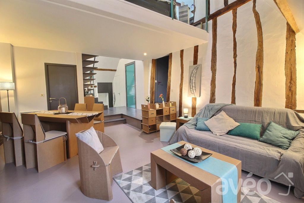 60300 SENLIS EXCLUSIVITE Appartement dernier étage 2 chambres au prix de 241.500 euros dont 5% à charge acquéreur (soit 11.500 euros TTC) soit 230.000 euros hors honoraires.