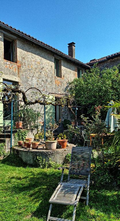 Belle maison de bourg, 6 pièces,3 chambres, jardin